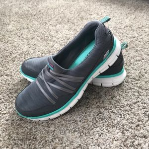 NWOT Skechers memory foam shoes